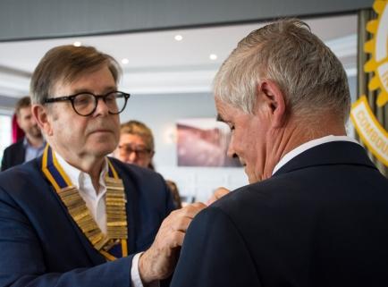 Remise de PHF par le Président entrant, Jean-Louis Neret, au Président sortant, Pierre Romé